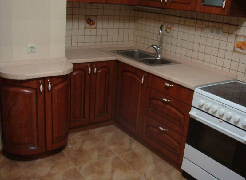 Планировка кухни с вентиляционным  коробом: советы профессионалов