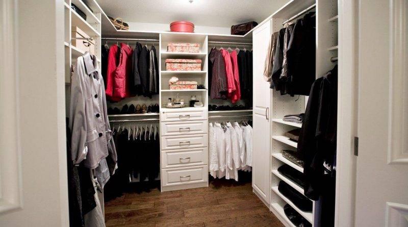 Удобные гардеробные комнаты маленького размера: 11 правил обустройства