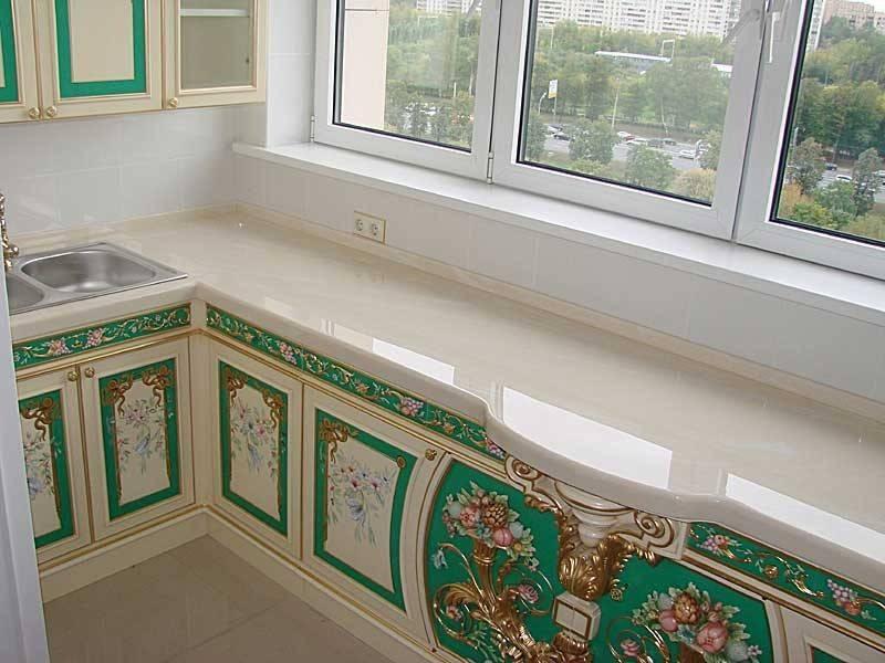 Стол-подоконник на кухне: разновидности, полезные советы по выбору