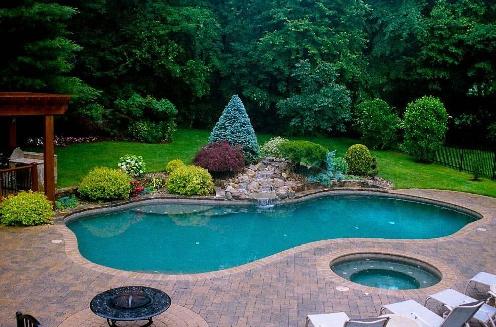 Крытые бассейны (49 фото): бассейн с остеклением на участке загородного или частного дома, бассейны с крышей из поликарбоната