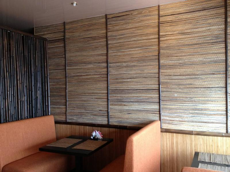 Бамбуковые обои в интерьере гостиной, прихожей, кухни, спальни