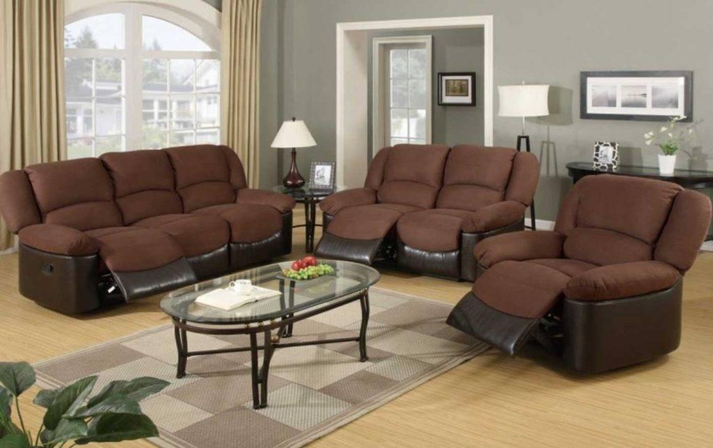 Коричневый диван, особенности сочетания с разными стилями