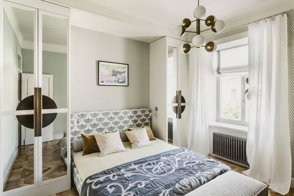 Дизайн спальни 12 кв м в современном стиле: планировка маленькой комнаты с кроватью, телевизором и платяным шкафом - 29 фото