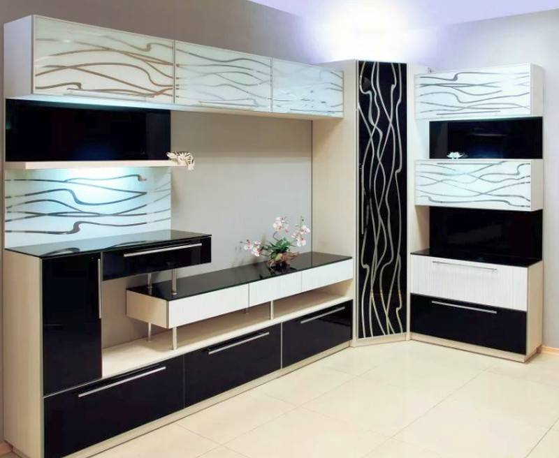 Угловые стенки в гостиную в современном стиле (50 фото идей)