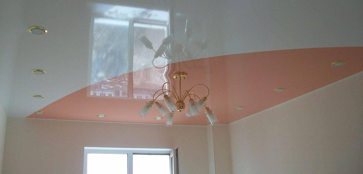 Двухцветные натяжные потолки в интерьере