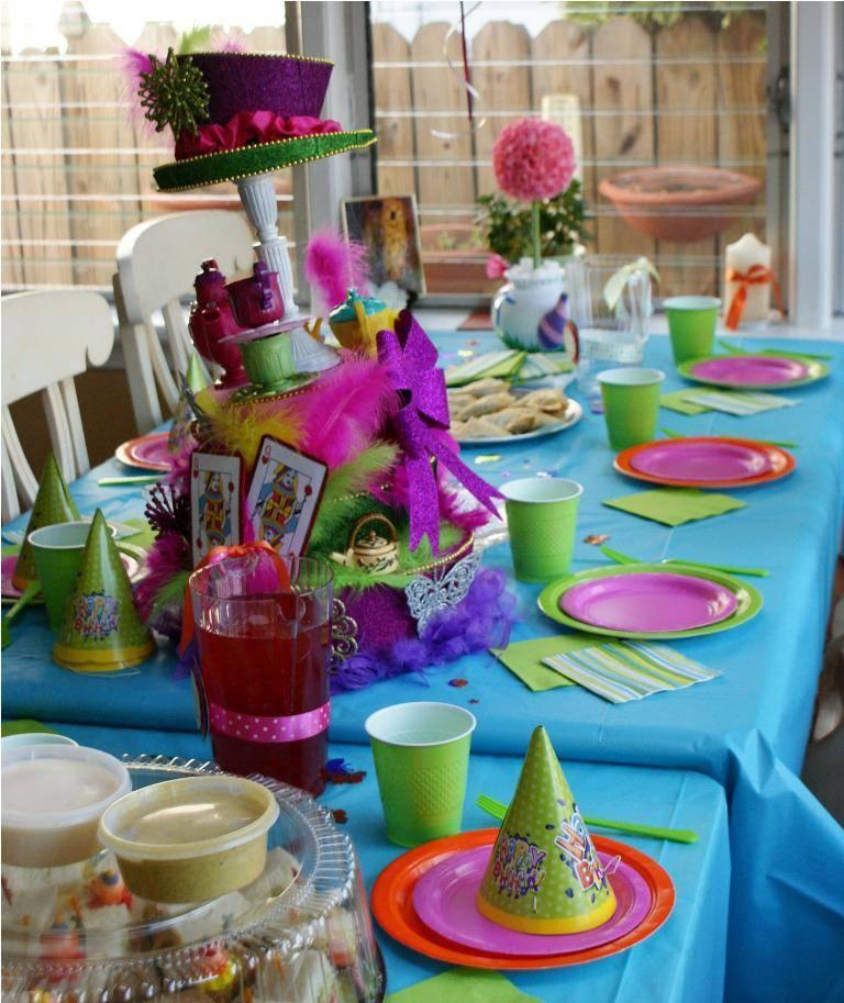 Сервировка стола в домашних условиях: на день рождения, как украсить, фото