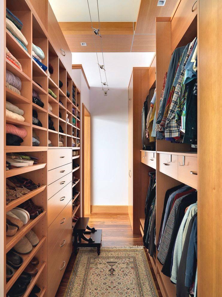 Маленький да удаленький: организуем гардеробную комнату правильно