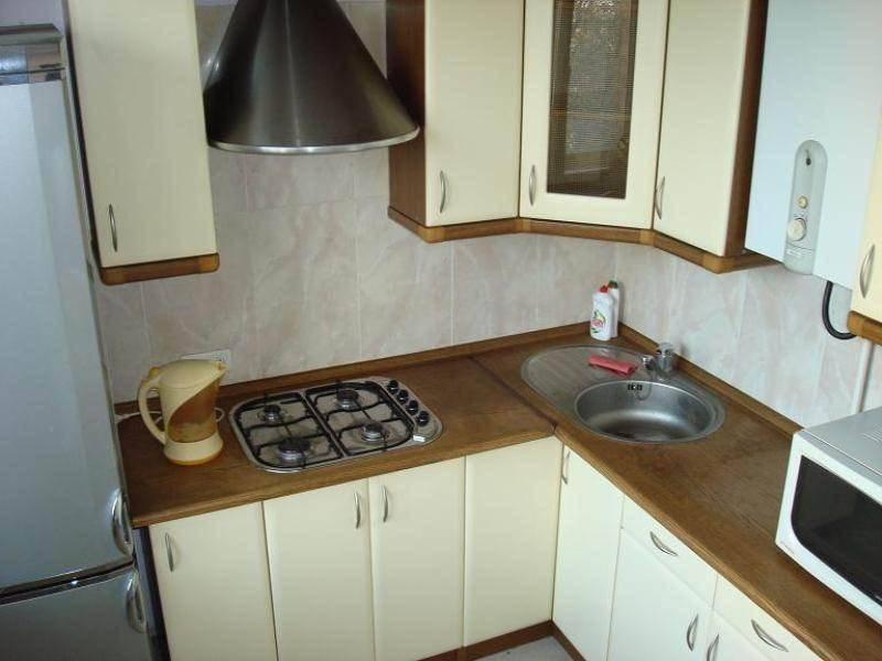 Кухня с газовой колонкой – 7 дизайн-идей, 8 советов по ремонту и 40 фото