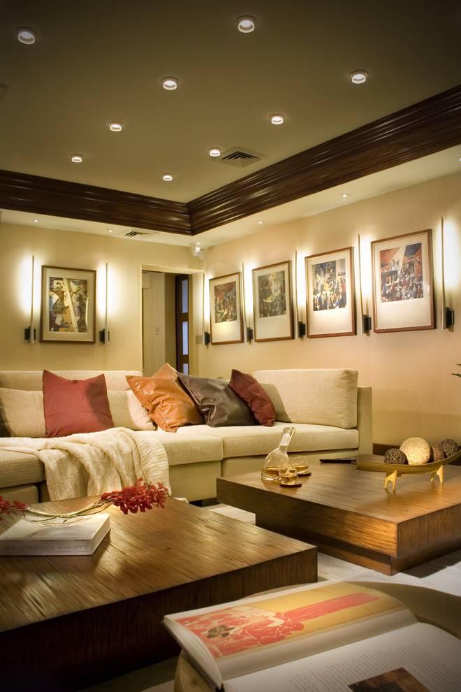 Освещение в гостиной (78 фото): торшеры, светильники и бра в интерьере зала. варианты подсветки над диваном и дизайна со вторым светом