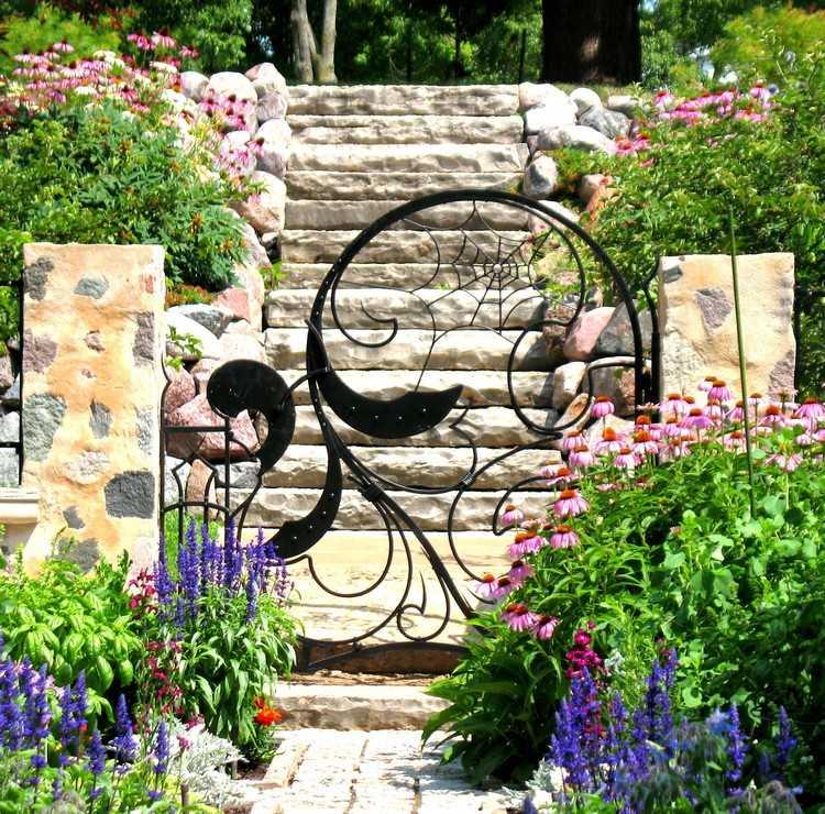 Как украсить свой сад цветущей аркой