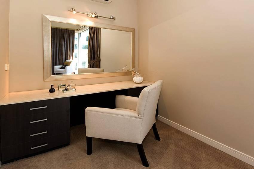 Трюмо в спальню - 100 фото лучших идей и новинок дизайна туалетного столика