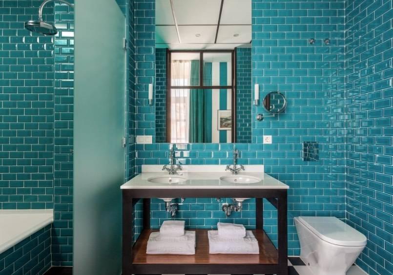 Бирюзовая плитка для ванной (17 фото): керамическая продукция темно-бирюзового цвета, кафель «лазурь» и «бирюза» в дизайне комнаты