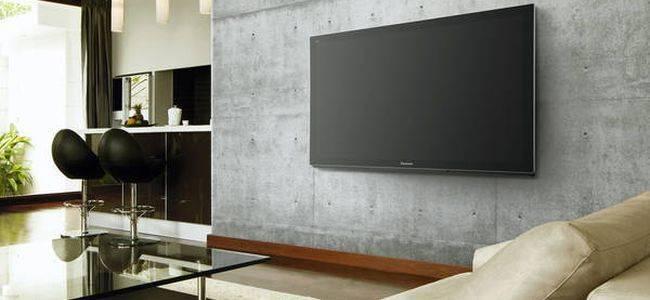 На какую высоту нужно вешать телевизор на стену