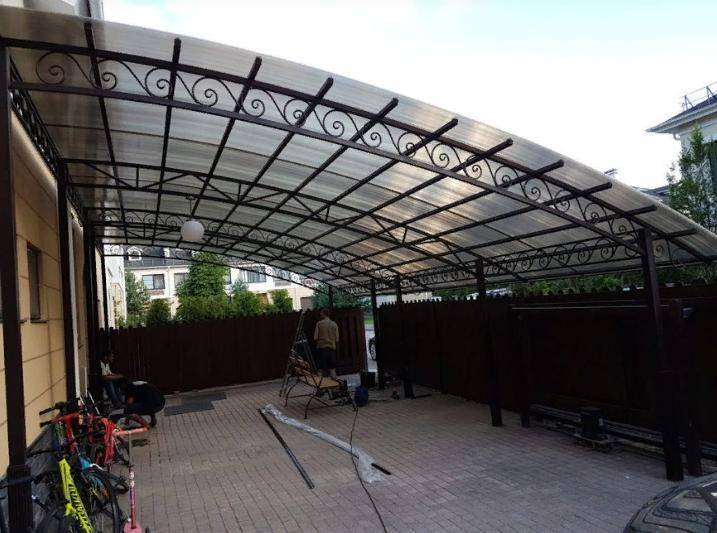 Навесы из поликарбоната для дачи (58 фото): дачные навесы для отдыха в бассейне и барбекю, для дома и другие варианты, изготовление своими руками