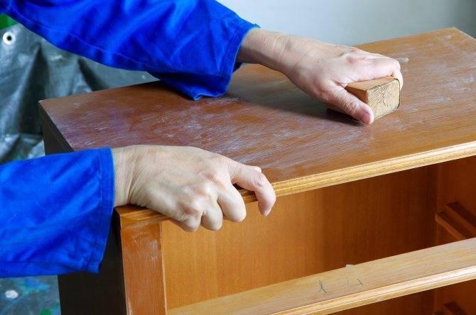 Покраска мебели: из темного в светлый в домашних условиях своими руками, из дерева, в белый цвет