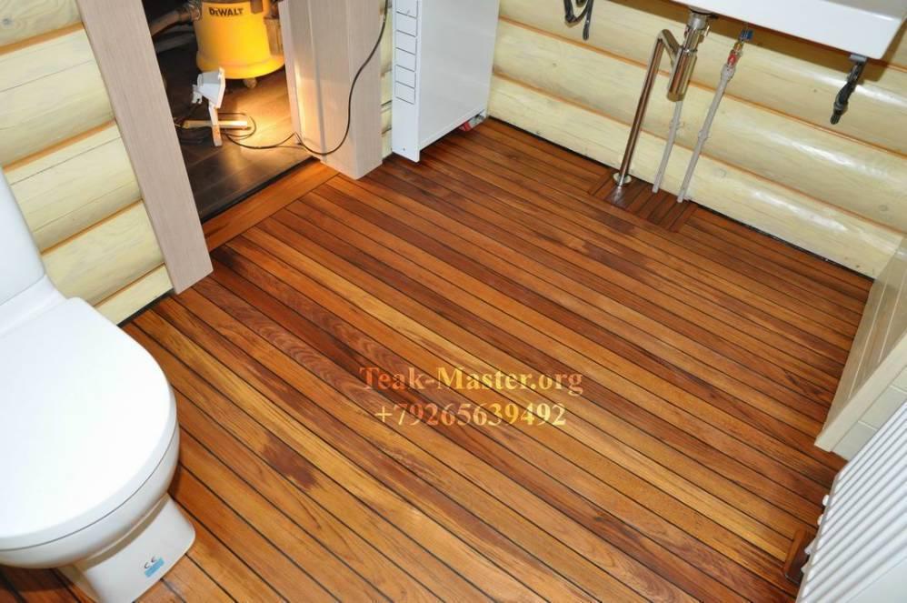 Подходящее напольное покрытие для ванной комнаты в деревянном доме