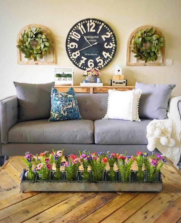 Декор стен в гостиной в современном стиле: как грамотно оформить интерьер, основные тенденции по обустройству, выбор обоев, дизайн окон и потолка, фото примеры