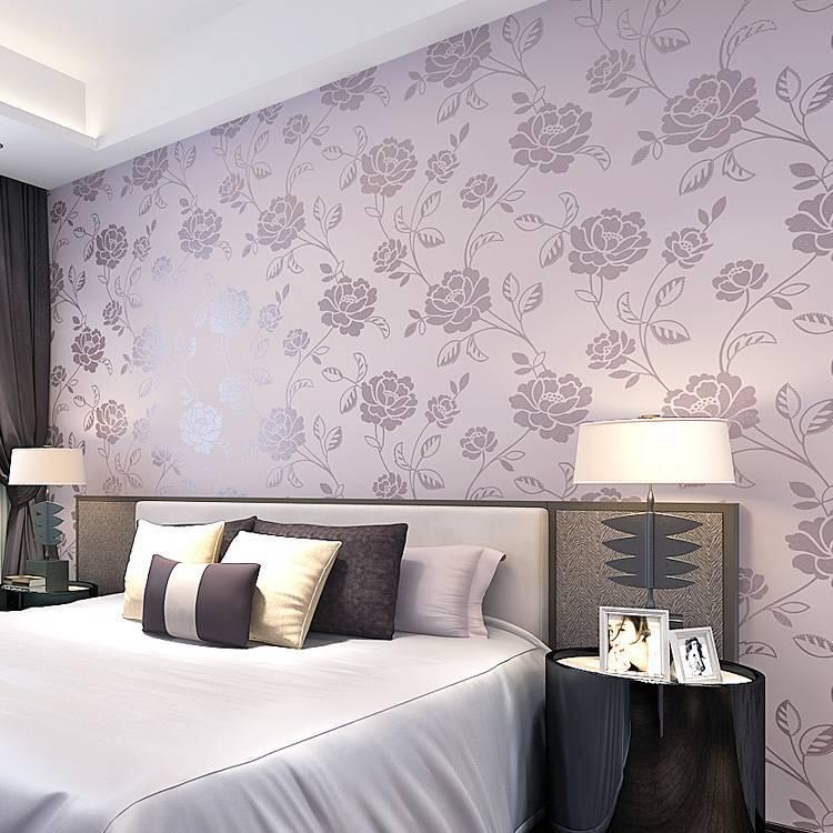 Как красиво поклеить обои в спальне двух цветов: фото, видео с удачными примерами