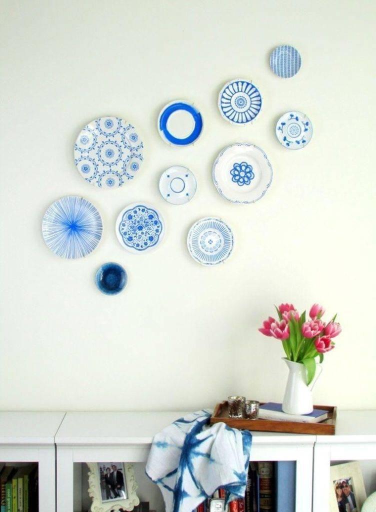 Дизайн стены декоративными тарелками: лучшие идеи для интерьера