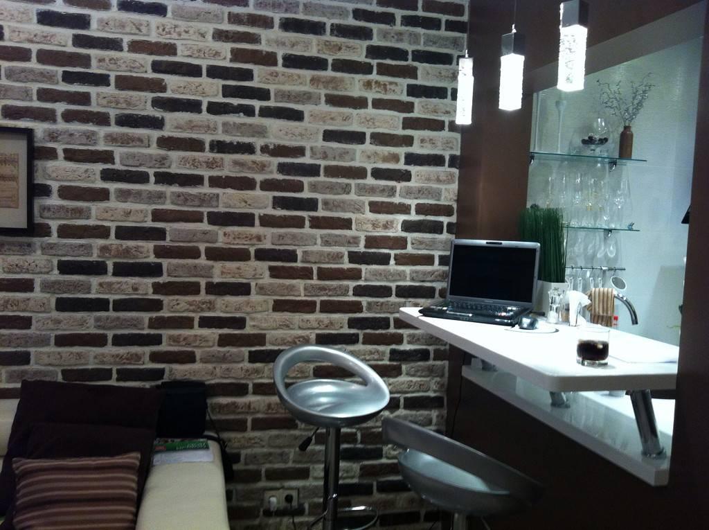 Кирпичная гостиная — фото примеры уникальной отделки стен в гостиной