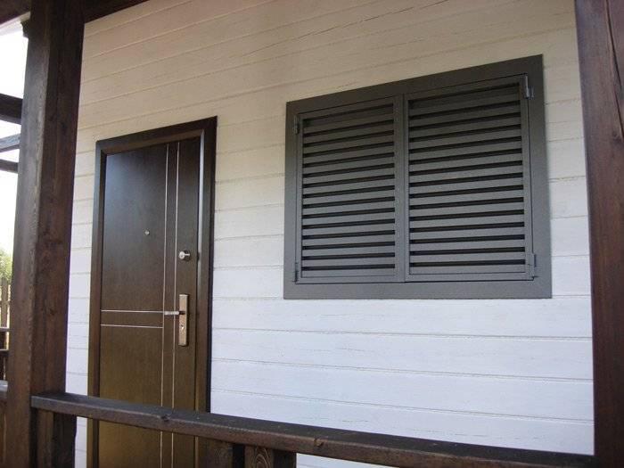 Ставни на окна для дачи: особенности выбора, установки