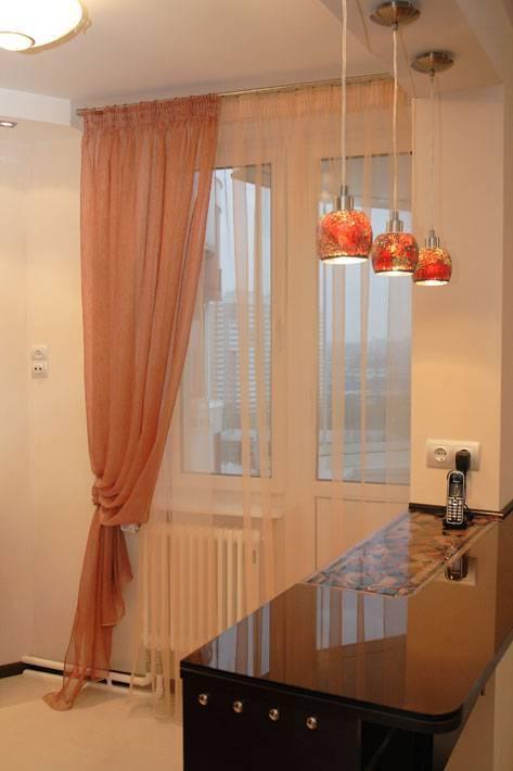 Шторы на кухню с балконной дверью: римские, нитяные и другие красивые варианты, фото и дизайн