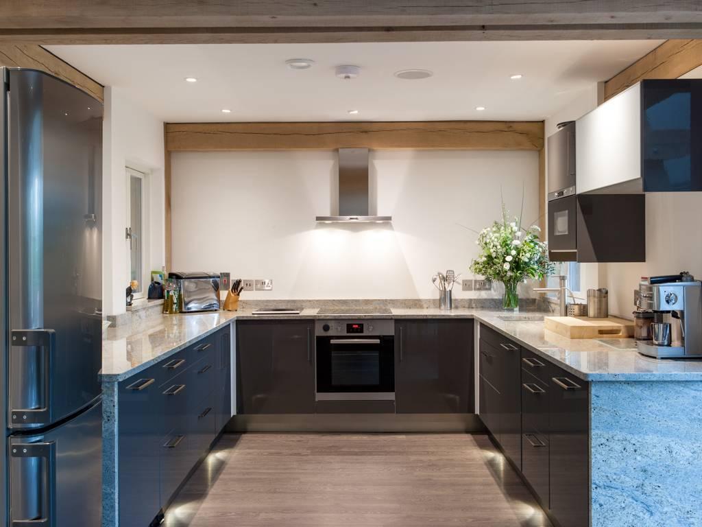П-образные кухни (69 фото): маленькие и большие кухни буквой «п» в современном стиле и других, дизайн-проекты и планировка в кухне-гостиной