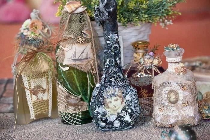 Декор бутылок своими руками - подборка оригинальных идей. украшение с помощью круп и бобовых, декорирование тканью и кожей. декупаж, салфеточная техника, окрашивание, конфетная бутылка. пошаговые мастер-классы по декорированию