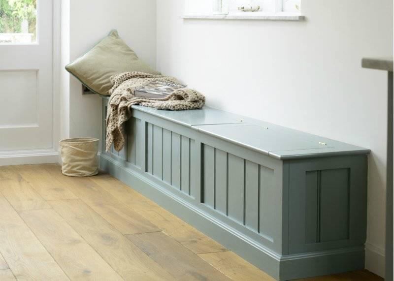 Очень интересный и необычный предмет мебели это – скамейка в прихожую