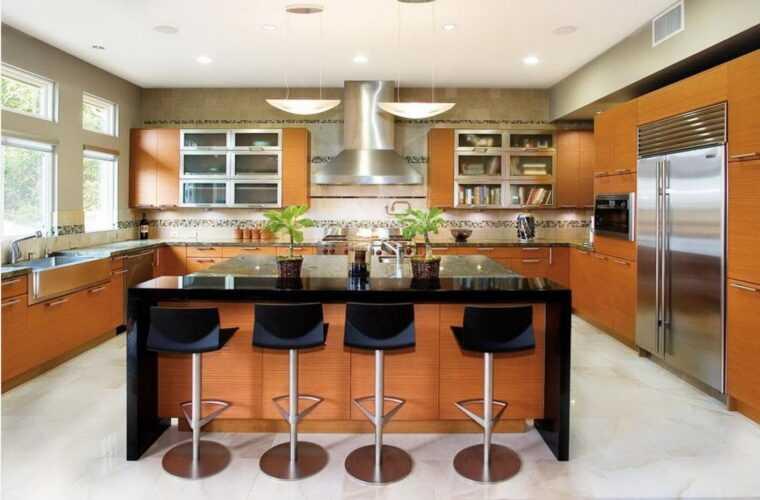 Декорируем кухню в соответствии с модными решениями: угловая кухня с барной стойкой и ее преимущества