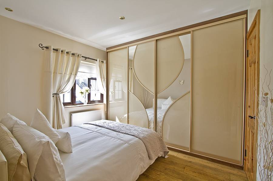 Шкаф купе вспальню: идеи с35 фото вдизайне интерьера ивнутри