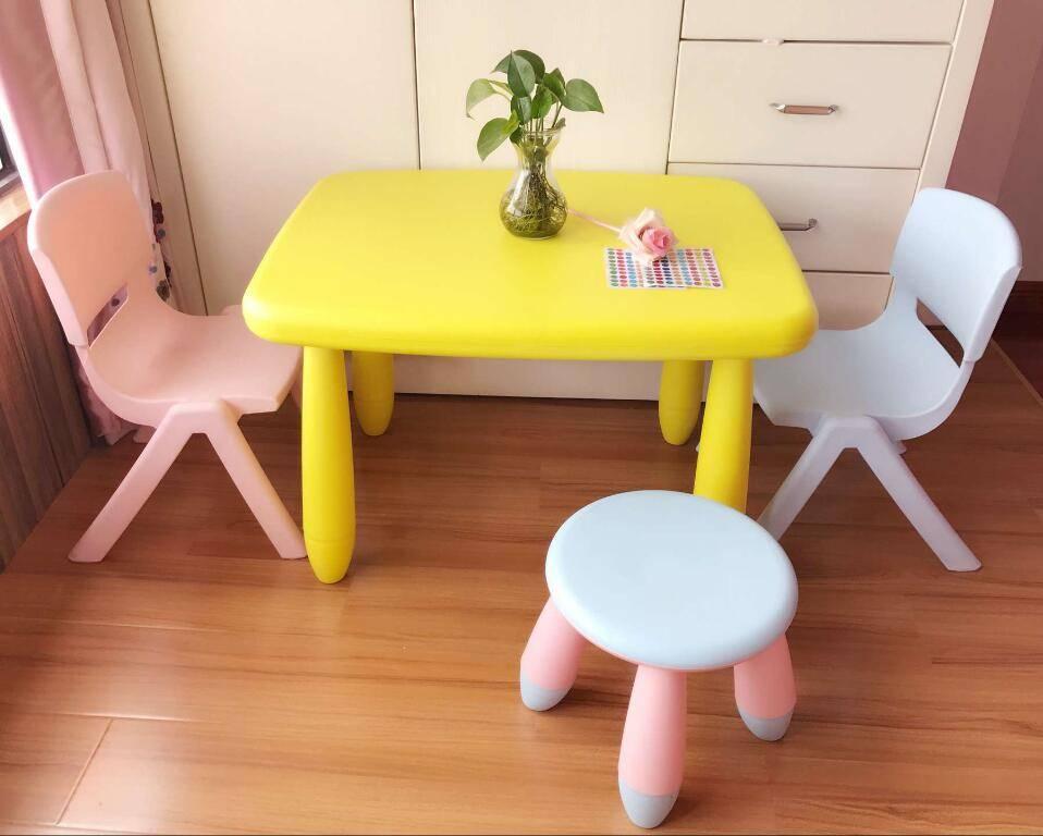Интересные примеры детского стола со стульчиком для ребенка