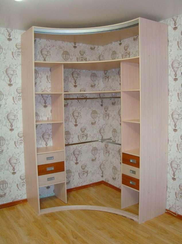 Угловые шкафы-купе в спальню (60 фото): идеи для дизайна и размеры встроенных радиусных шкафов, маленькие белые полукруглые шкафы с зеркалом и другие варианты