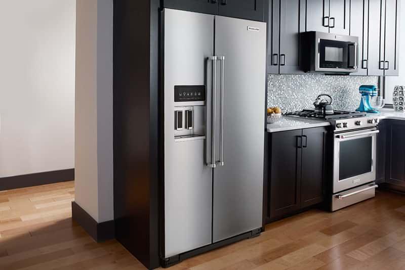 Интересные варианты дизайна кухни 6 кв. м с холодильником