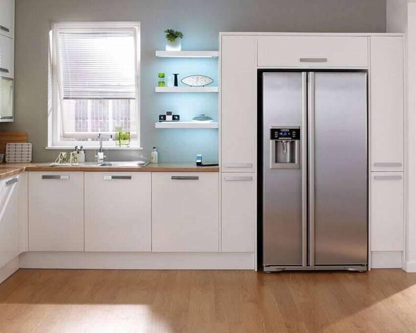 Установка холодильника на кухне