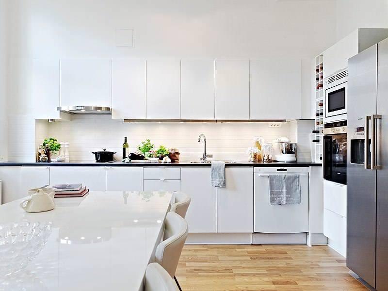 Серо-белая кухня (49 фото): серые и белые тона глянцевого и матового гарнитуров в интерьере кухни