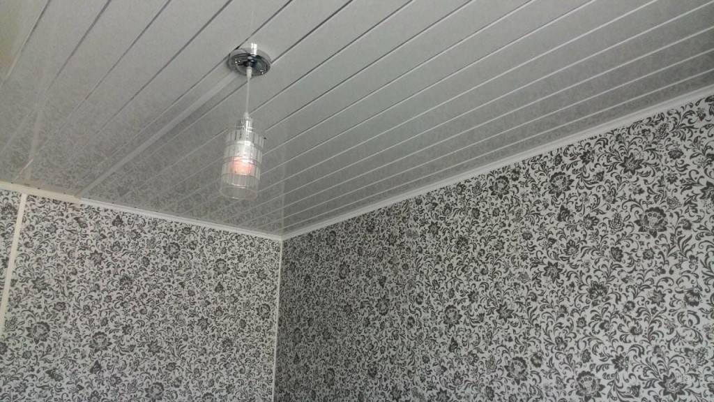 Потолок из пластиковых панелей в ванной: монтаж и дизайн