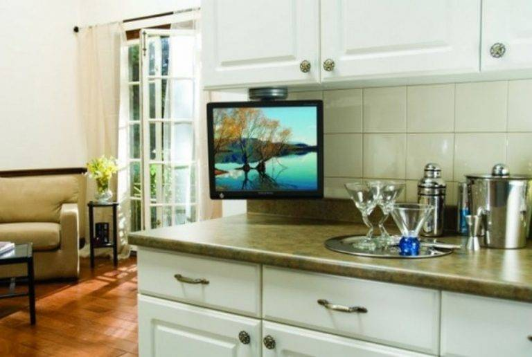 Выбор и установка телевизора для кухни на стену