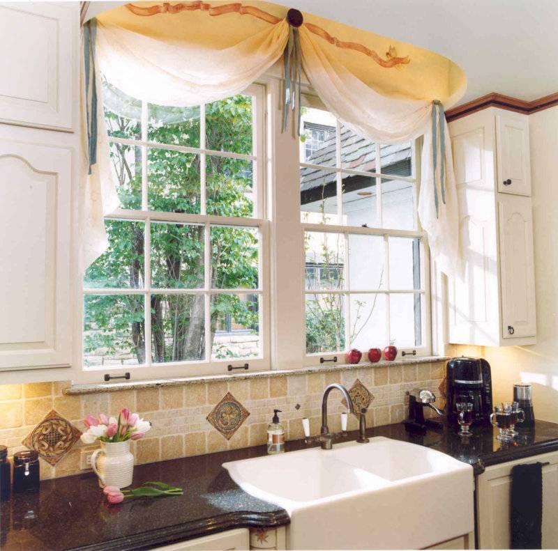 Кухня с окном — правила размещения, особенности оформления и секреты стильного дизайна (110 фото и видео)
