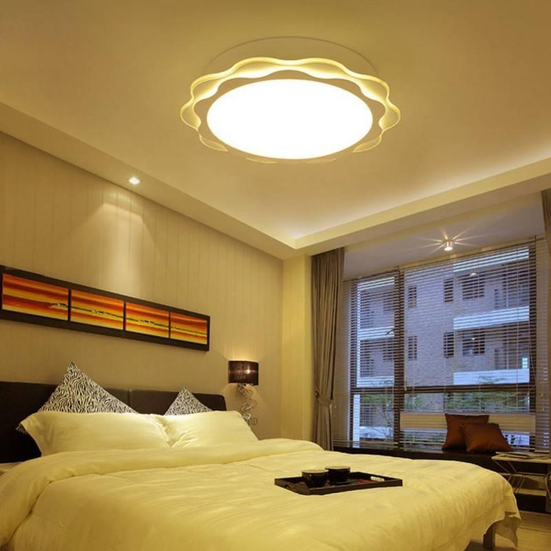 Как правильно подобрать уютное освещение в спальне: белые бра на стену или классическая люстра, комплект или лампочка на прикроватную тумбочку