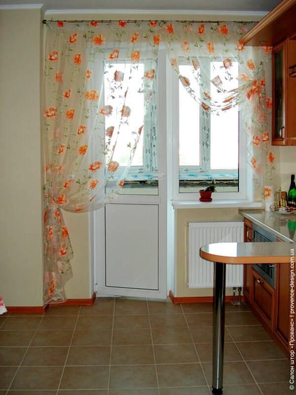 Шторы на кухне с балконной дверью – 4 варианта и 57 фото