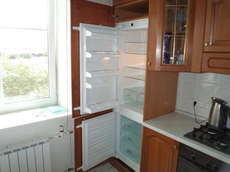 Шкаф под встроенный холодильник. как правильно спроектировать?