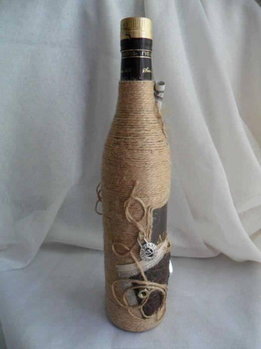 Способы оригинального декора бутылок и как с их помощью украсить интерьер