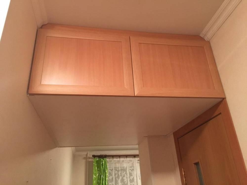 Антресоль в коридоре (40 фото): антресоль под потолком в прихожей, идеи дизайна для узкого коридора, размещение над входной дверью, выбираем шкаф-купе с зеркалом и антресолью