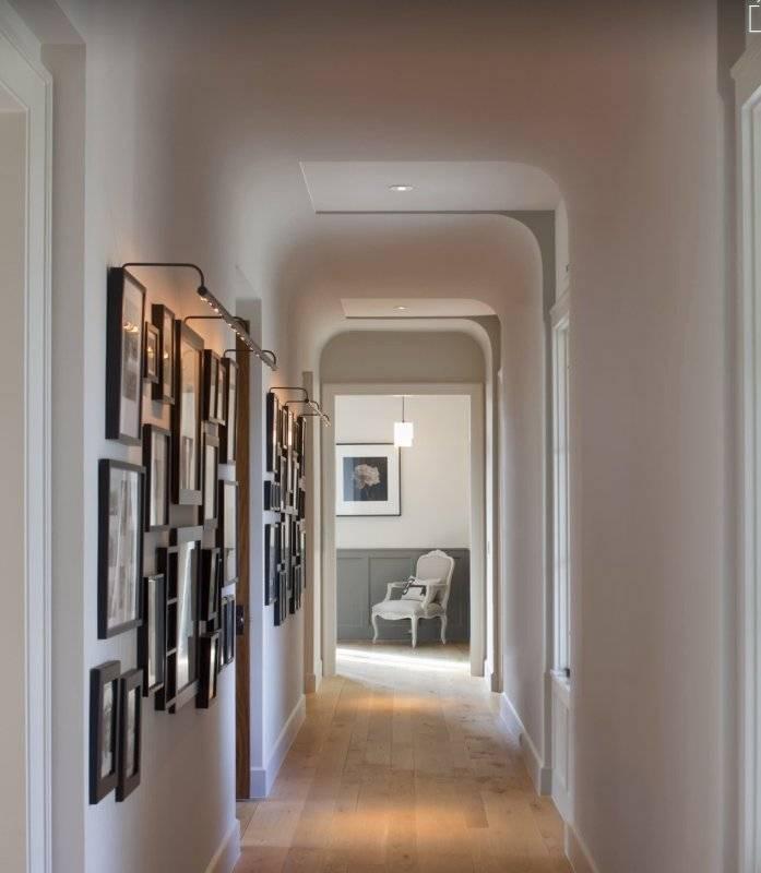 Дизайн длинных и узких коридоров в квартире - как оформить и визуально расширить прихожую, пранировка и обустройство в панельном доме в том числе, предметы декора, дизайн потолка + фото