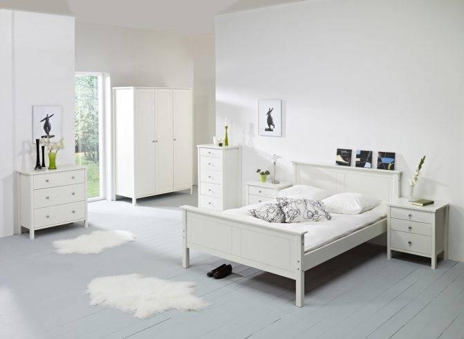 Белая мебель для спальни (51 фото): дизайн современной спальни с глянцевой мебелью в персиковых и голубых, сиреневых и синих тонах, лаковой