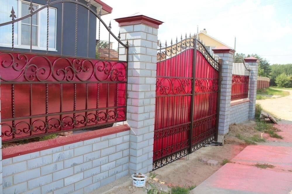 Какой поликарбонат лучше для забора - всё о воротах и заборе