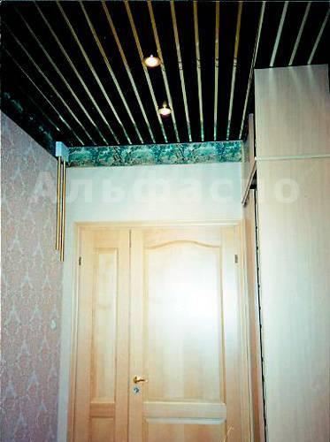Потолок из пластиковых панелей (58 фото): отделка стен пвх в прихожей