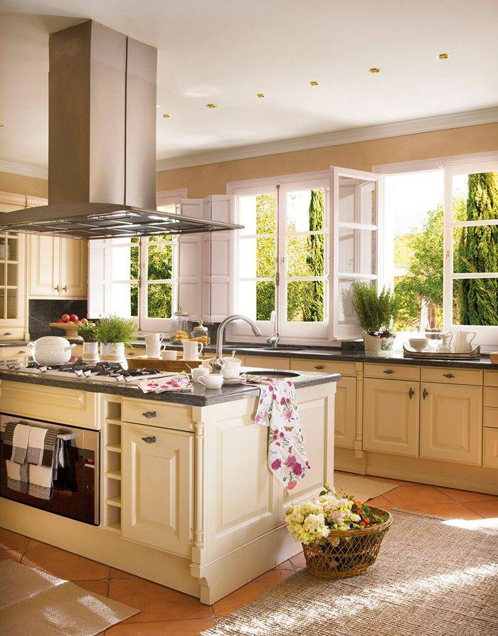 Дизайн кухни в светлых тонах: 80+ реальных фото интерьеров