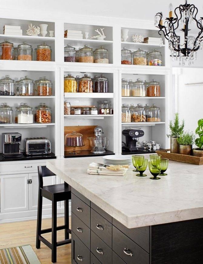 Навесные полки на кухню и их роль в модном интерьере